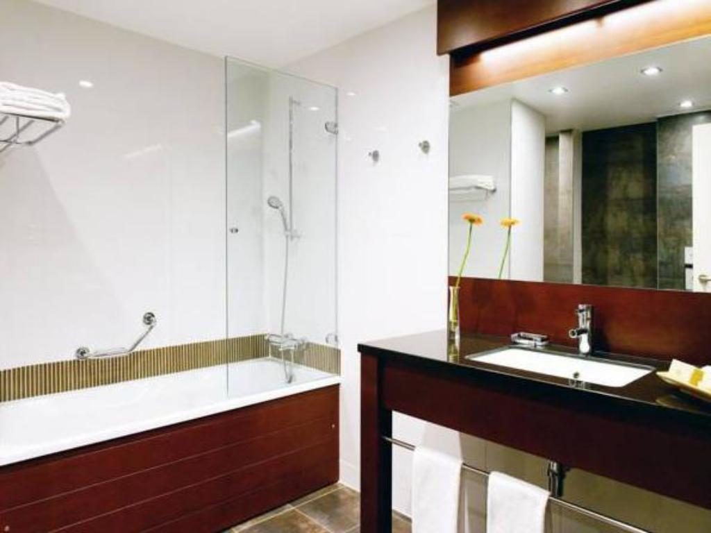 Bathroom New Hotel Charlemagne