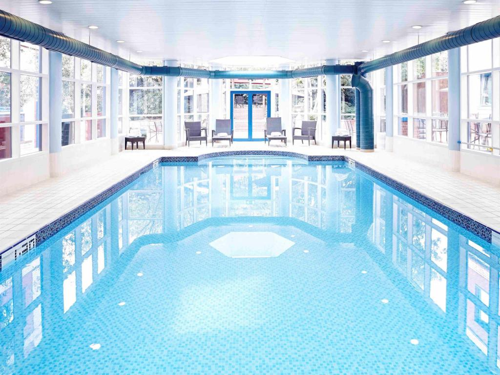 Swimming pool Novotel London Heathrow Airport M4 Jct. 4