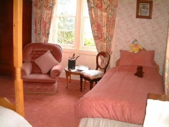 Double Room with Four Poster Bed & separate private Bathroom