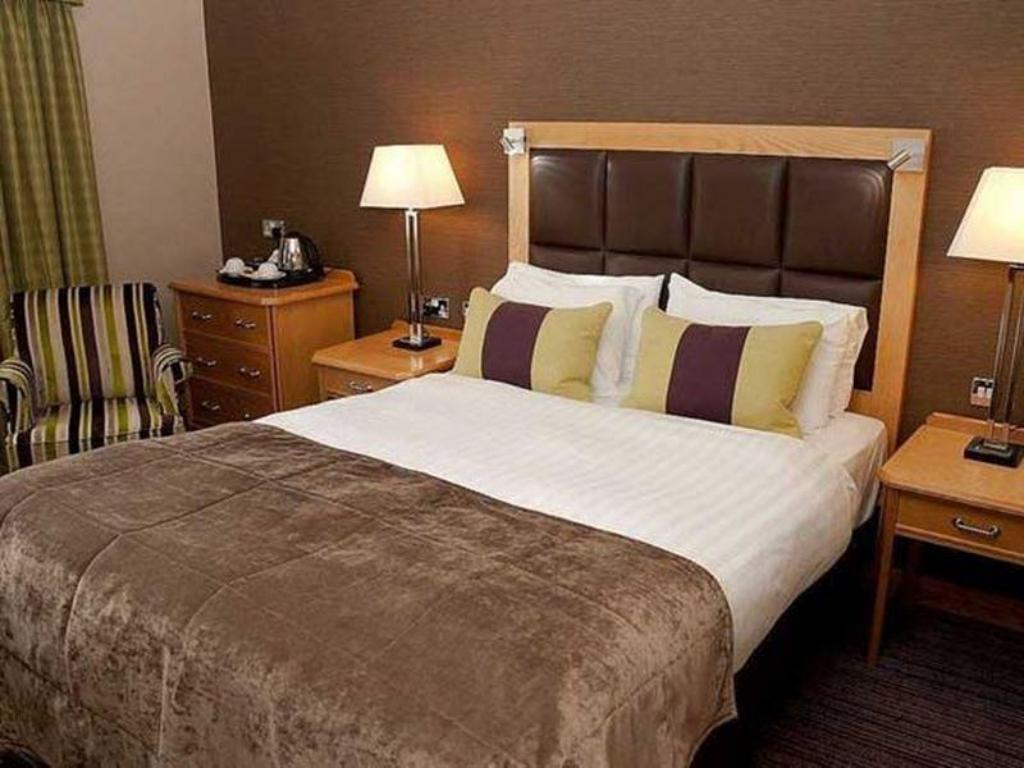 Standard Double Room The Oxford Belfry - QHotels