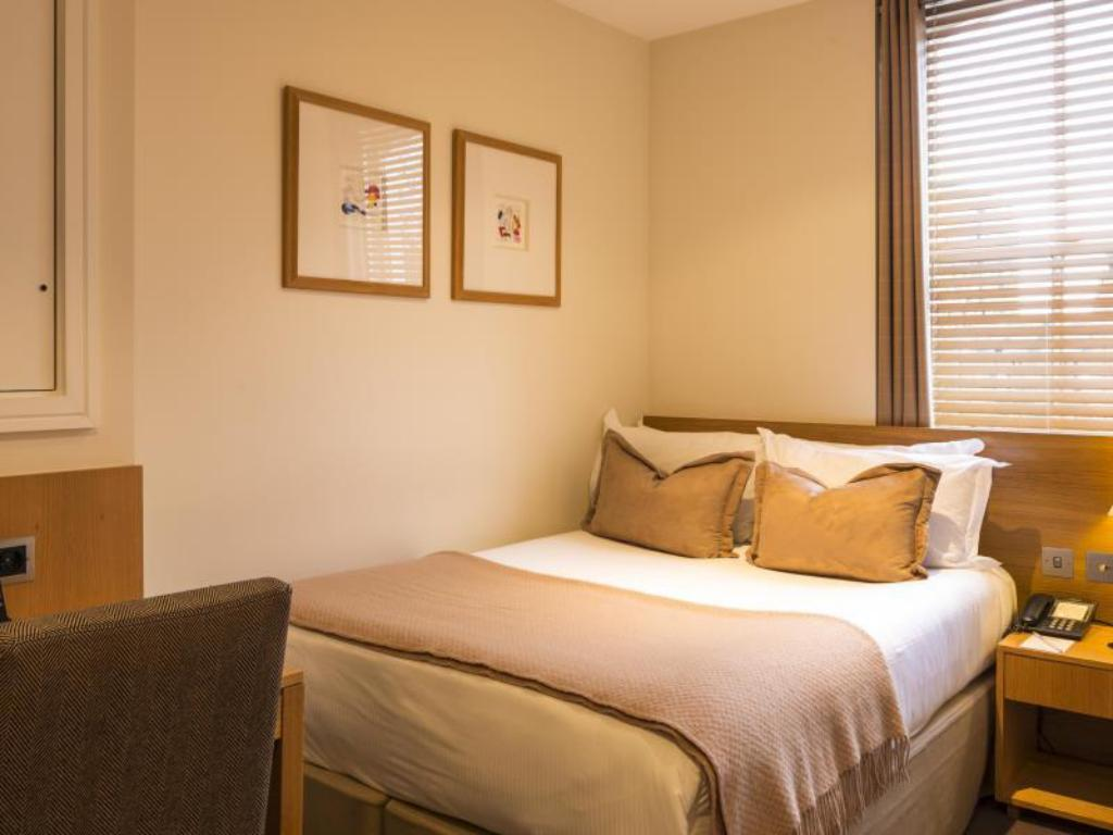 Small Double Room - Bed The Nadler Kensington Hotel