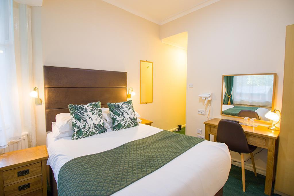 Double Room - Bedroom London Town Hotel