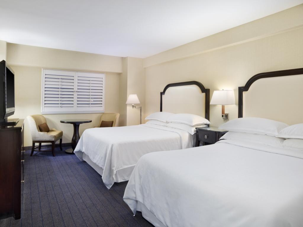Traditional 2 Queen - Bed Sheraton on the Falls Hotel