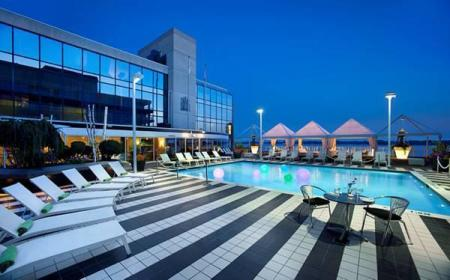 Swimming pool [outdoor] Radisson Admiral Hotel Toronto-Harbourfront