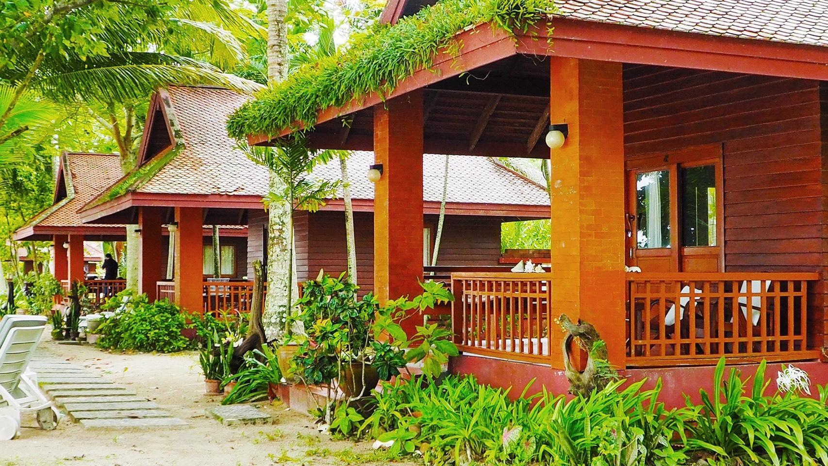 Honeymoon Beachfront Bungalow