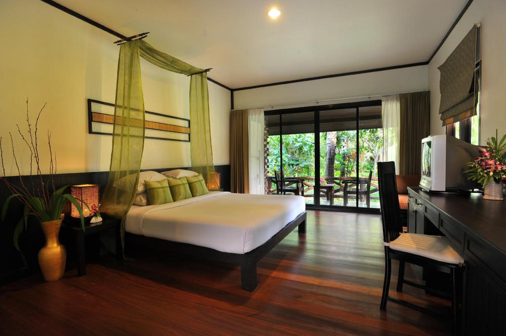 Hanuman Deluxe - Bedroom Ramayana Koh Chang Resort & Spa