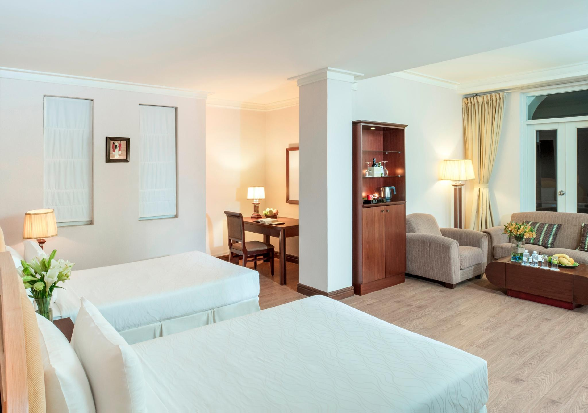 Sunrise Club Suite Twin Bed