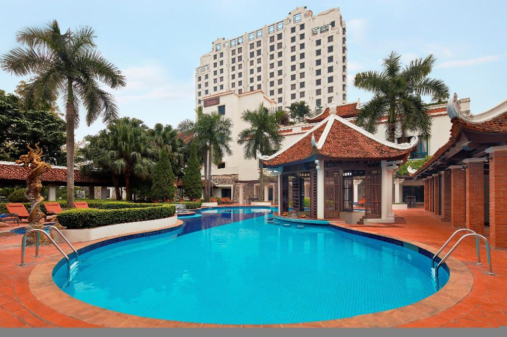 Swimming pool Sheraton Hanoi Hotel