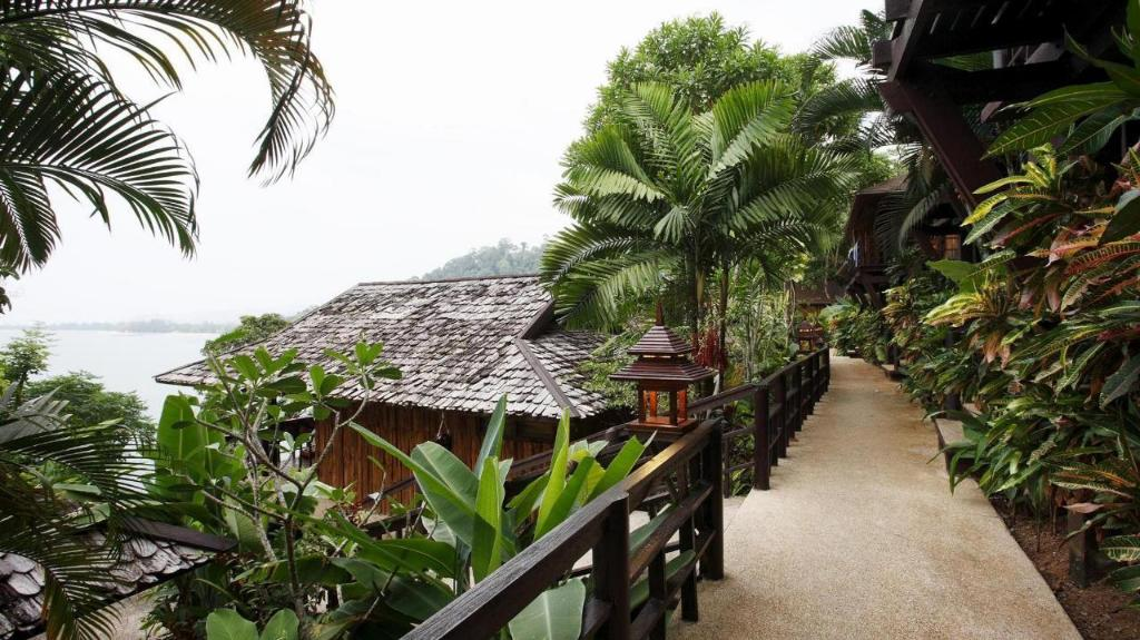 班卡拉庭考拉克度假村 (Baan Krating Khaolak Resort)