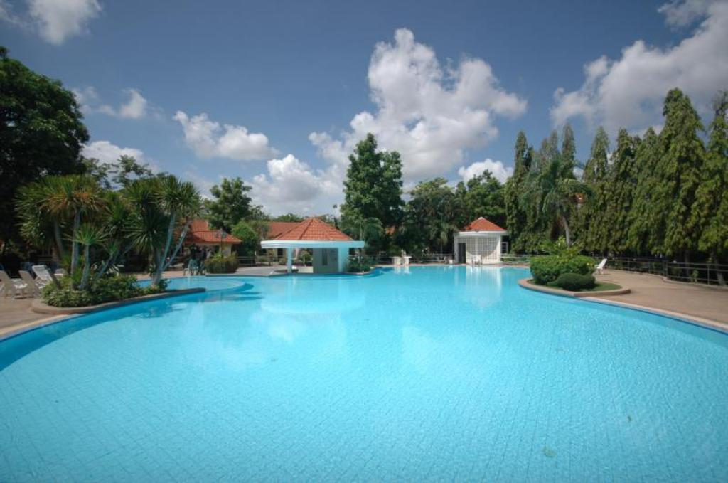 Piscină Lopburi Inn Resort