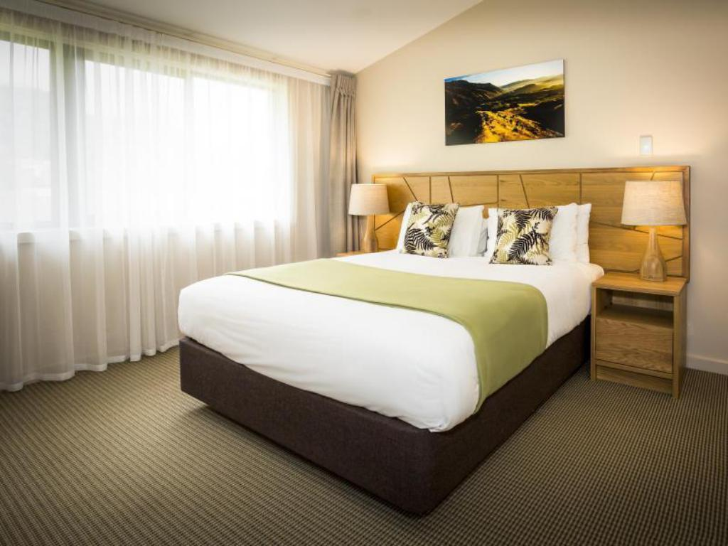 One Bedroom Apartment - Bed Ramada Resort Wanaka