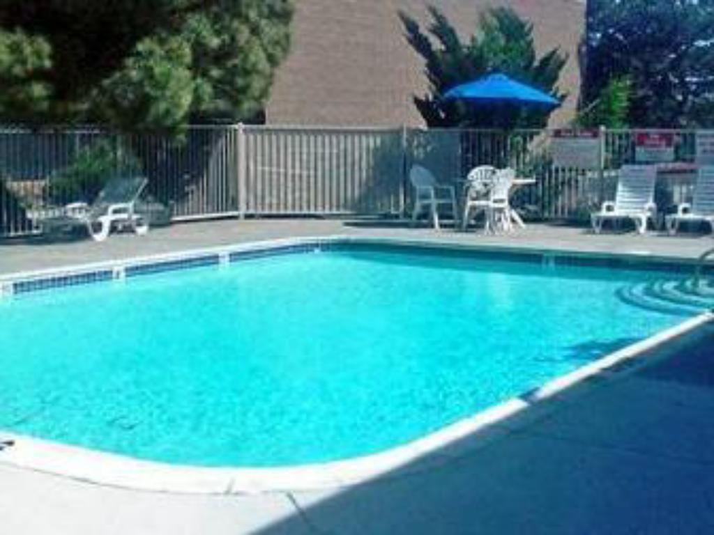 Motel 6 reno west in reno nv room deals photos reviews - Reno hotels with indoor swimming pool ...