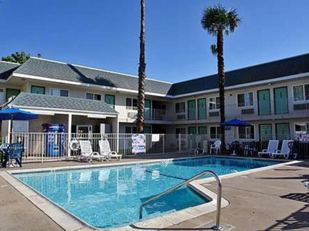 Piscina Motel 6 Sacramento Central