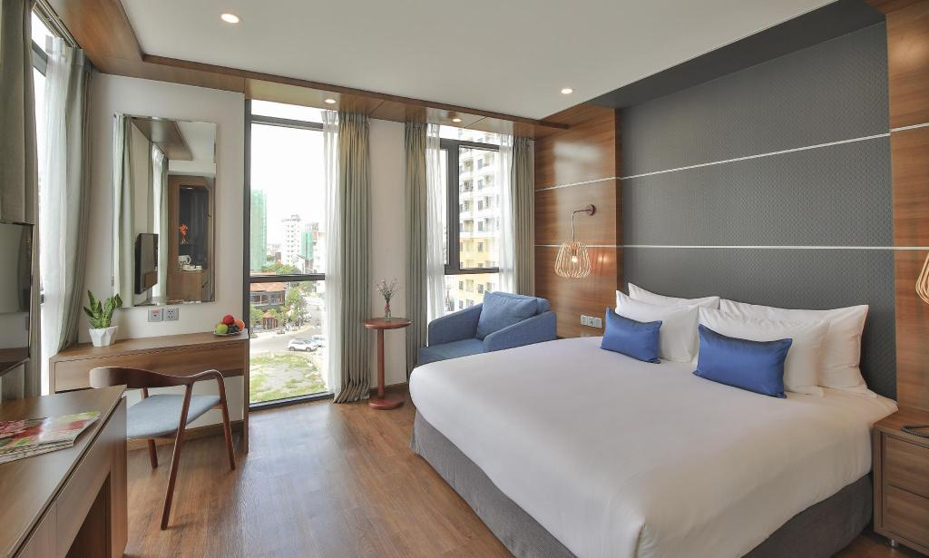Superior Double City View - Bedroom HAIAN Beach Hotel & Spa