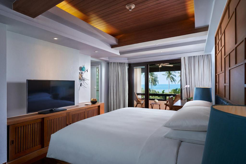 Deluxe Sea View, Guest room, 1 King, Sea view, Whirlpool - Bed Renaissance Koh Samui Resort & Spa