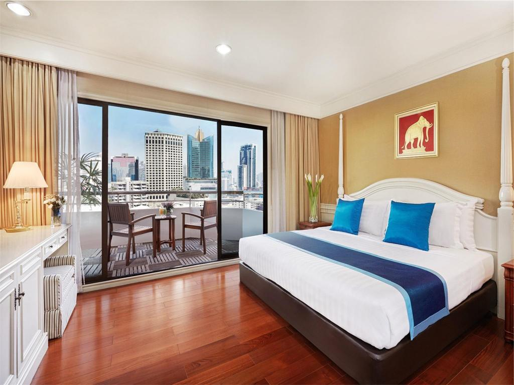 Deluxe Room - Bedroom Centre Point Sukhumvit 10 Hotel
