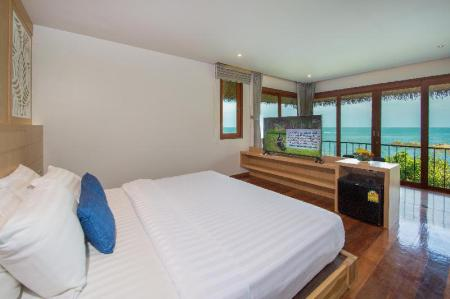 Holiday Suite - Bed Coral Cliff Beach Resort Samui