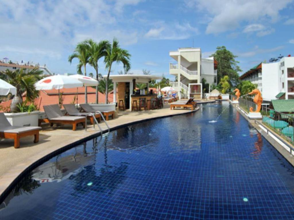 Swimming pool Karon Princess Hotel