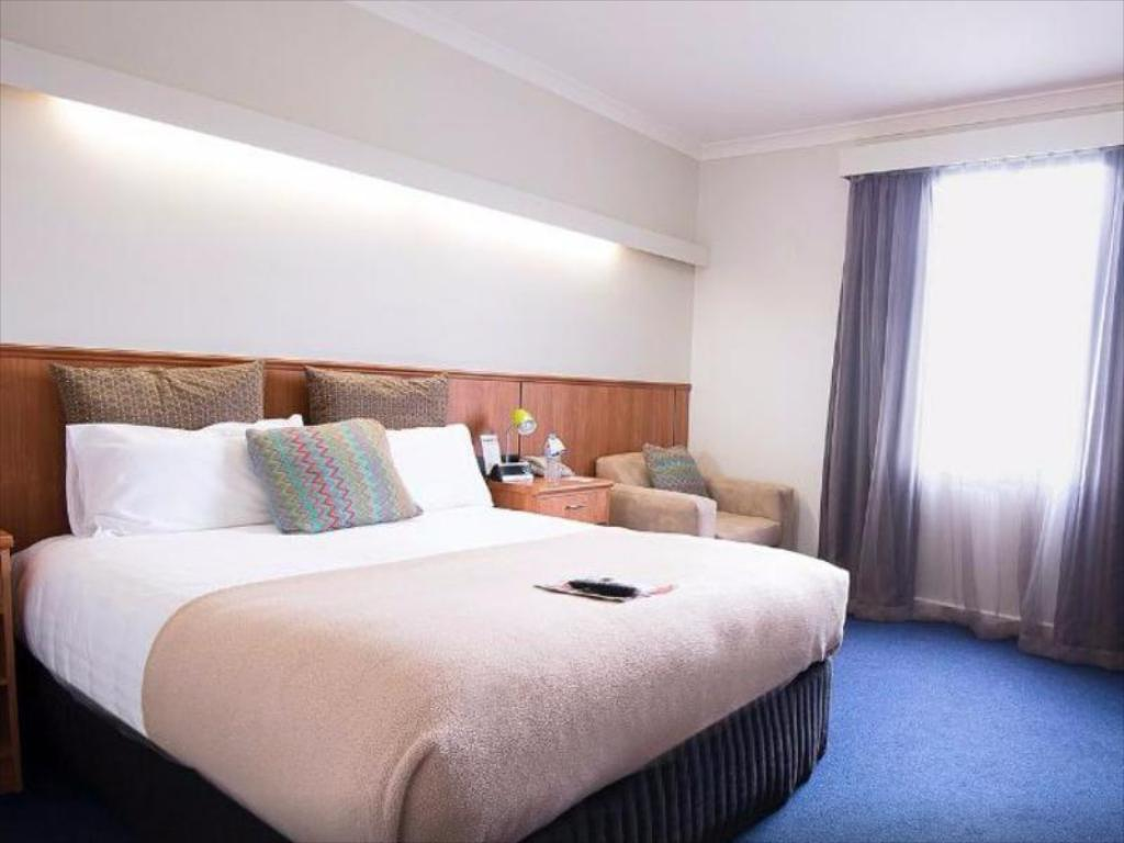 Economy Queen - Bed Comfort Hotel Perth City