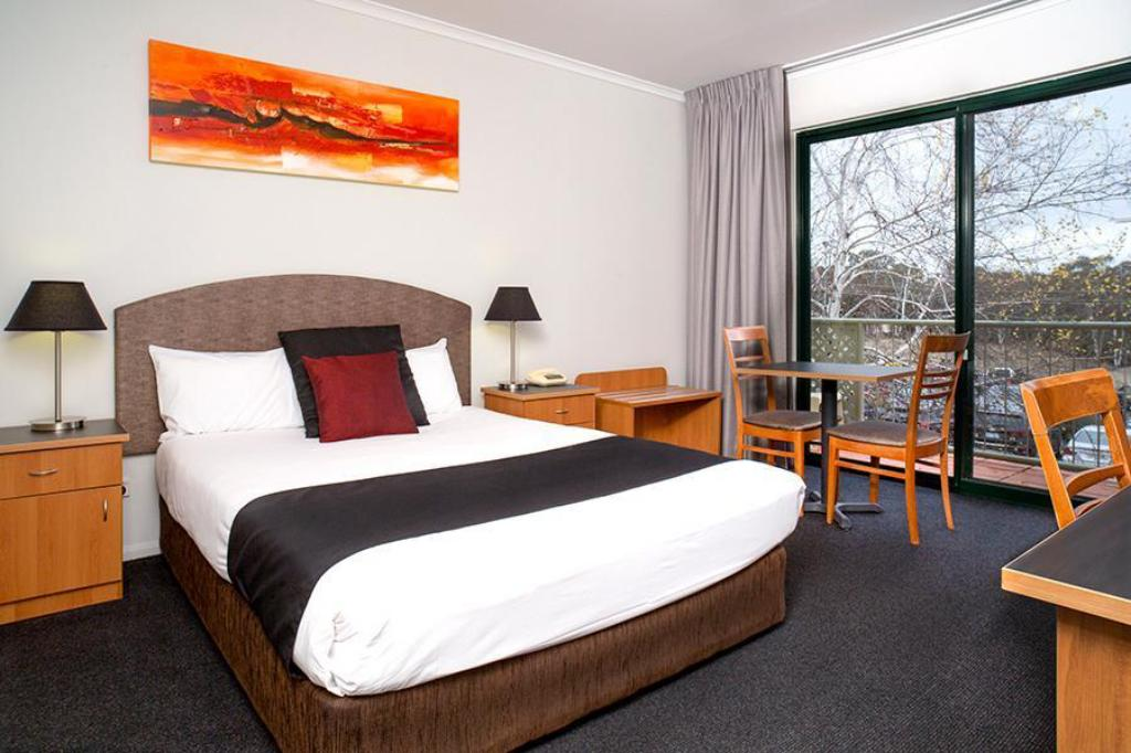 Deluxe Terrace Room - Bed Alpha Hotel Canberra