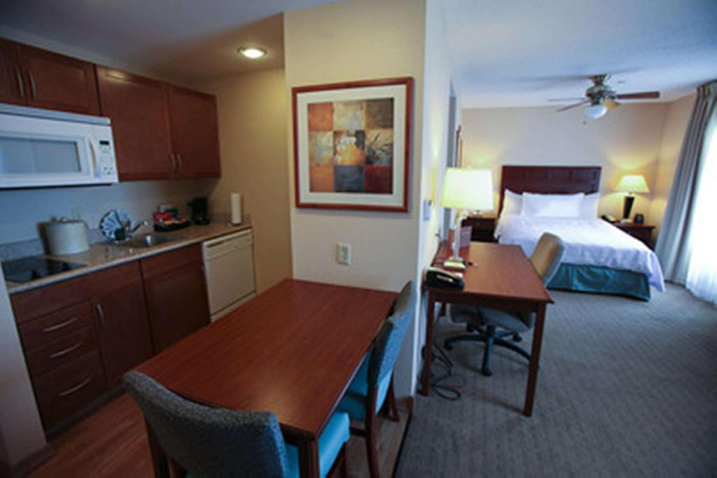 1 Queen Studio Suite Non-Smoking - Guestroom Homewood Suites By Hilton Orland Park Hotel