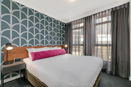 1 Bedroom Apartment - Bed BreakFree on George Hotel
