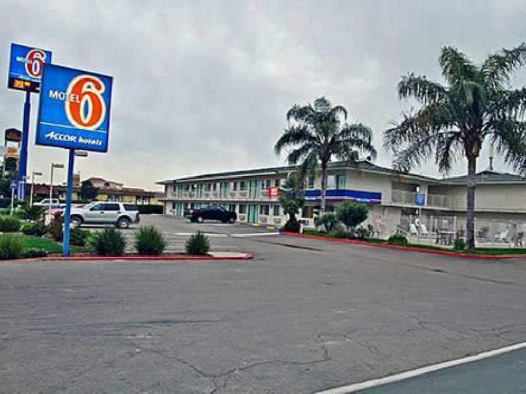 More about Motel 6 Tulare