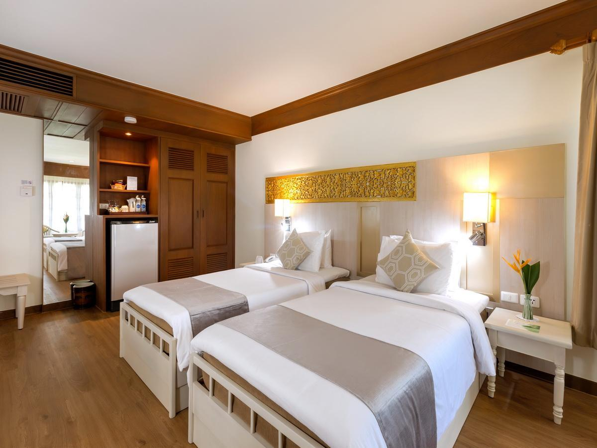 Kamar Deluxe dengan 2 Kasur Single – Bebas Asap Rokok (Deluxe Room with 2 Single Beds Non Smoking)