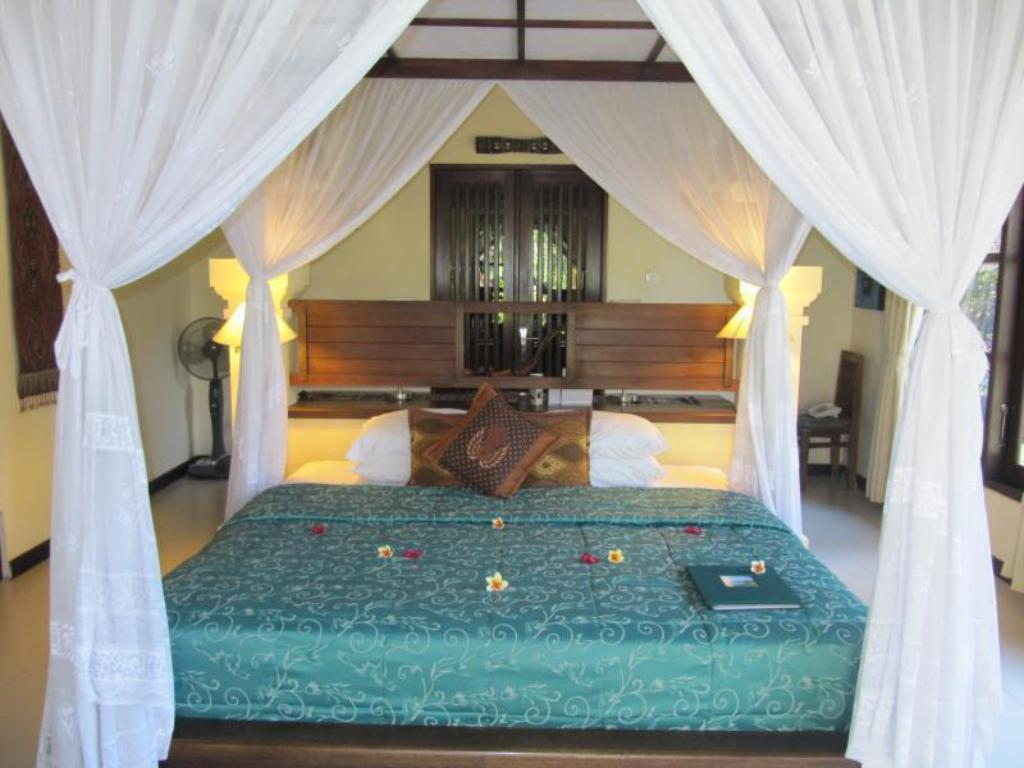4 Bedroom Pool Villa - Bed