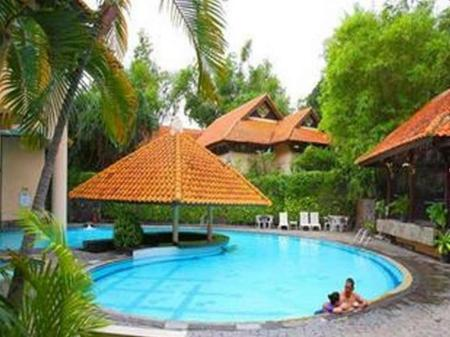 Swimming pool Equator Hotel