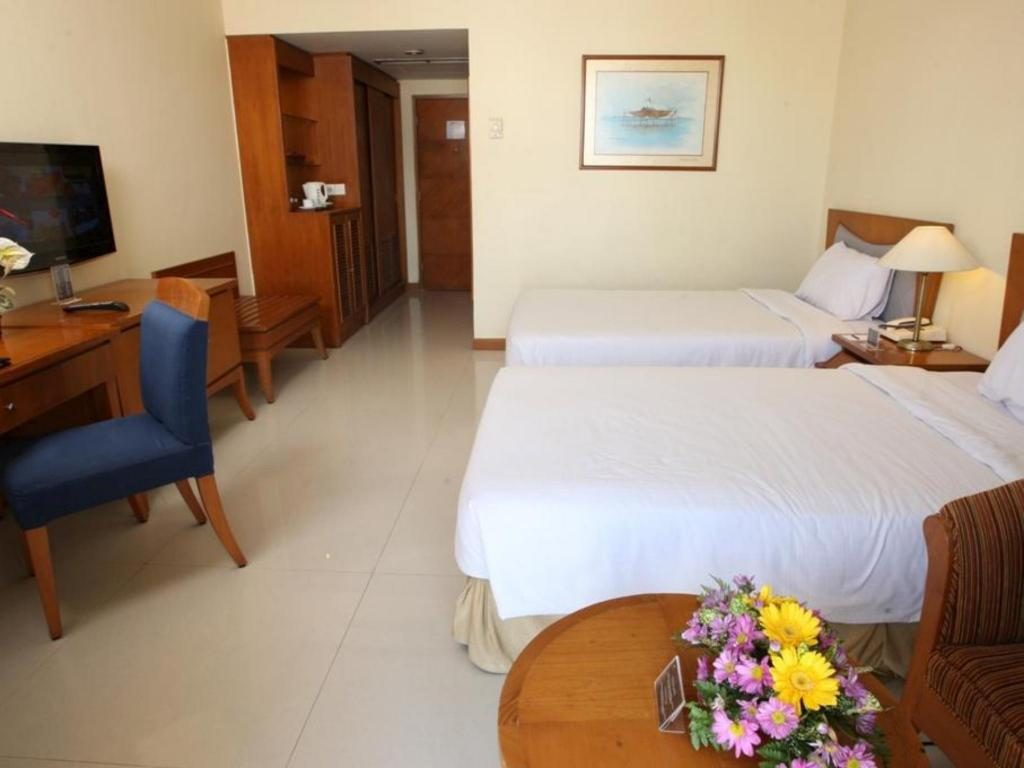 Deluxe City View Twin Makassar Golden Hotel