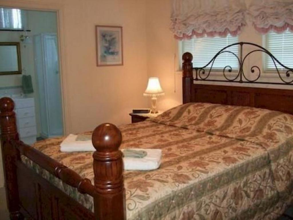 Rose Room Mossbrook Country Estate Bed & Breakfast