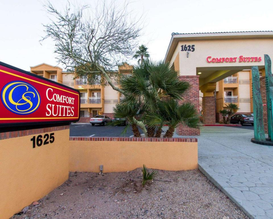 More about Comfort Suites Phoenix Airport