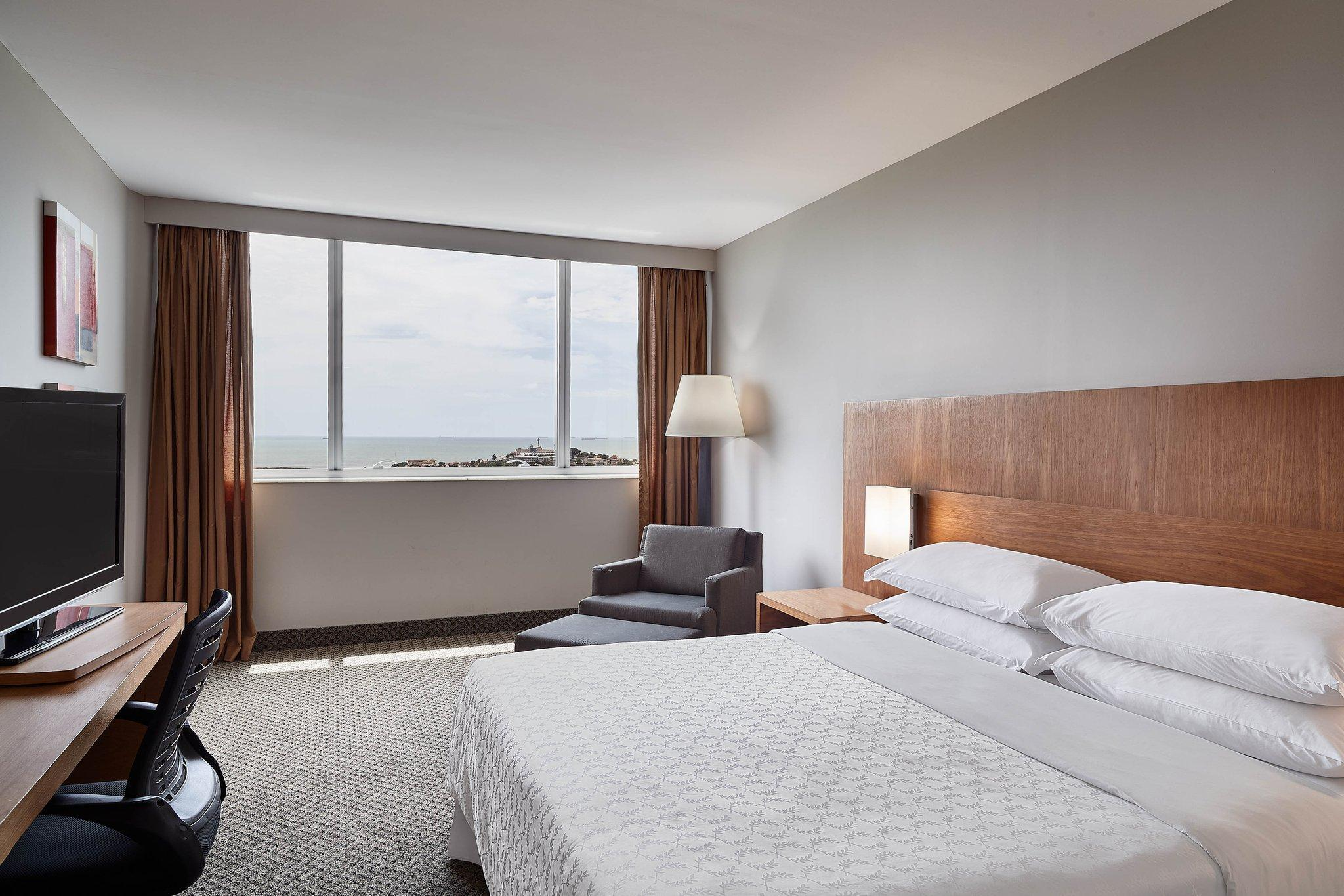 EXECUTIVE CLUB, Club level, Guest room, 1 King, Ocean view