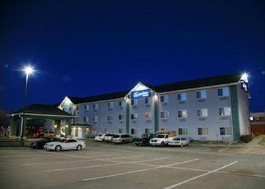 New Victorian Inn Suites Lincoln Hotel Lincoln Ne Deals