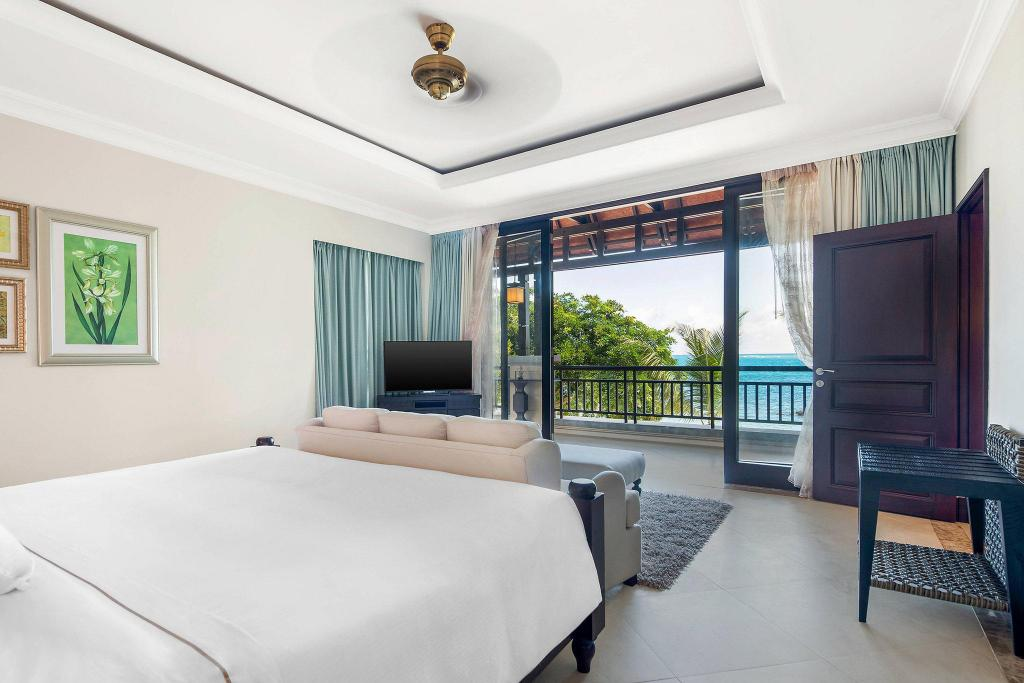 Ocean Suite, Club lounge access, Suite, 1 King, Sofa bed