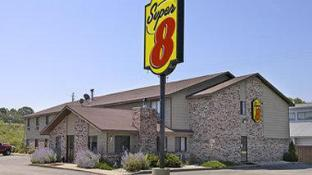 Super 8 By Wyndham Hartford Wi