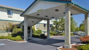 Super 8 By Wyndham Portland Airport