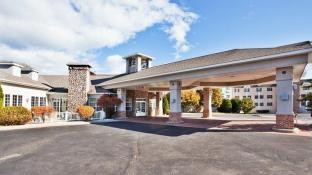 Holiday Inn Express St. Ignace Lake Front Hotel