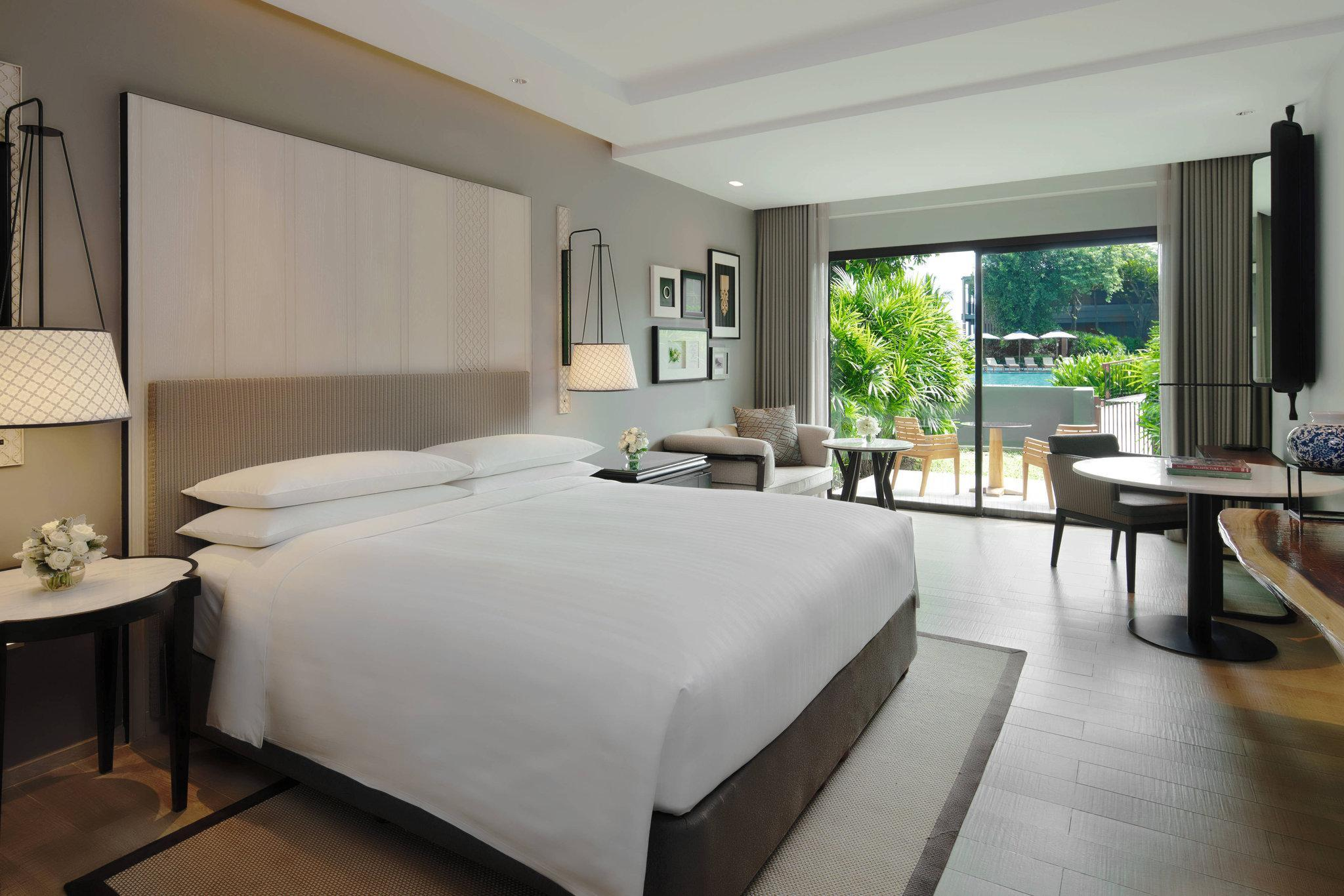 Deluxe Pool Terrace, Guest room, 1 King or 2 Double