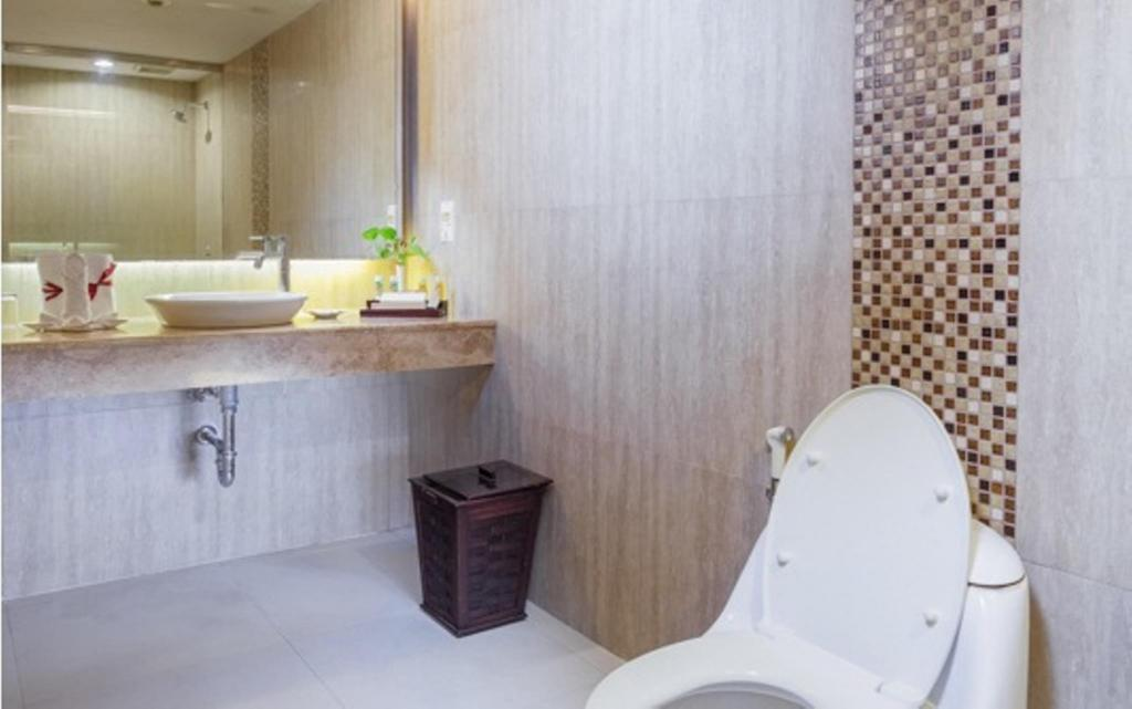Bathroom Sahid Surabaya