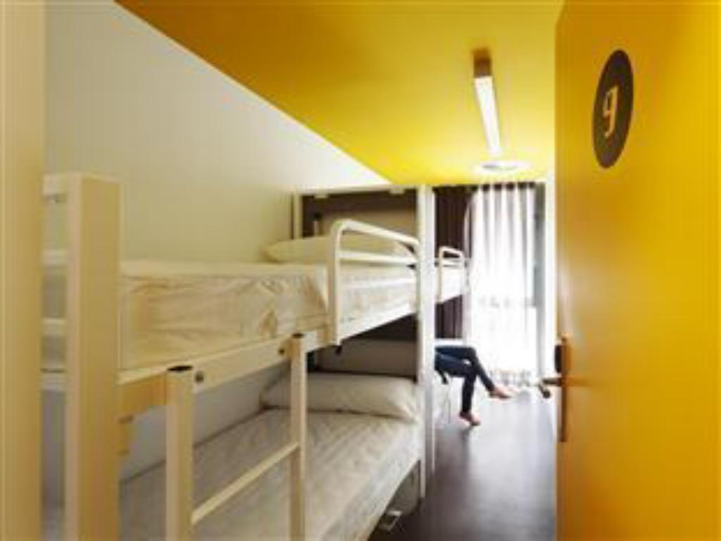 1 Person in 4-Bed Dormitory with Bathroom - Mixed Amistat Beach Hostel