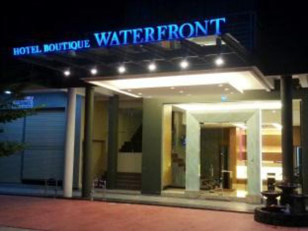 Фасада на хотела Waterfront Boutique Hotel