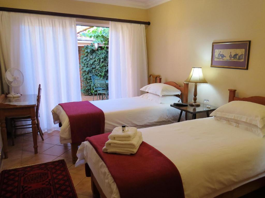 Twin Room - Guestroom Camelia Guest House