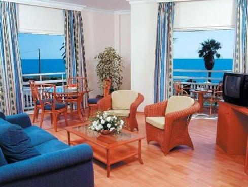 One-Bedroom Suite with Sea View (4 Adults)