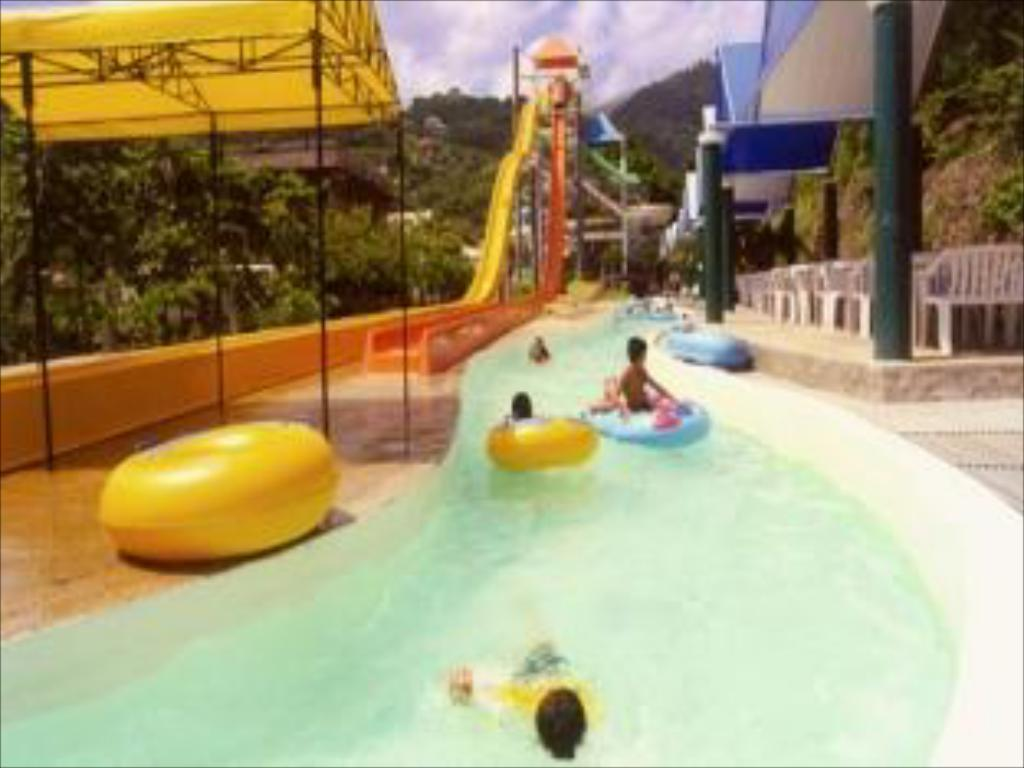 Best price on splash mountain resort hotel in laguna for Pool garden mountain resort argao