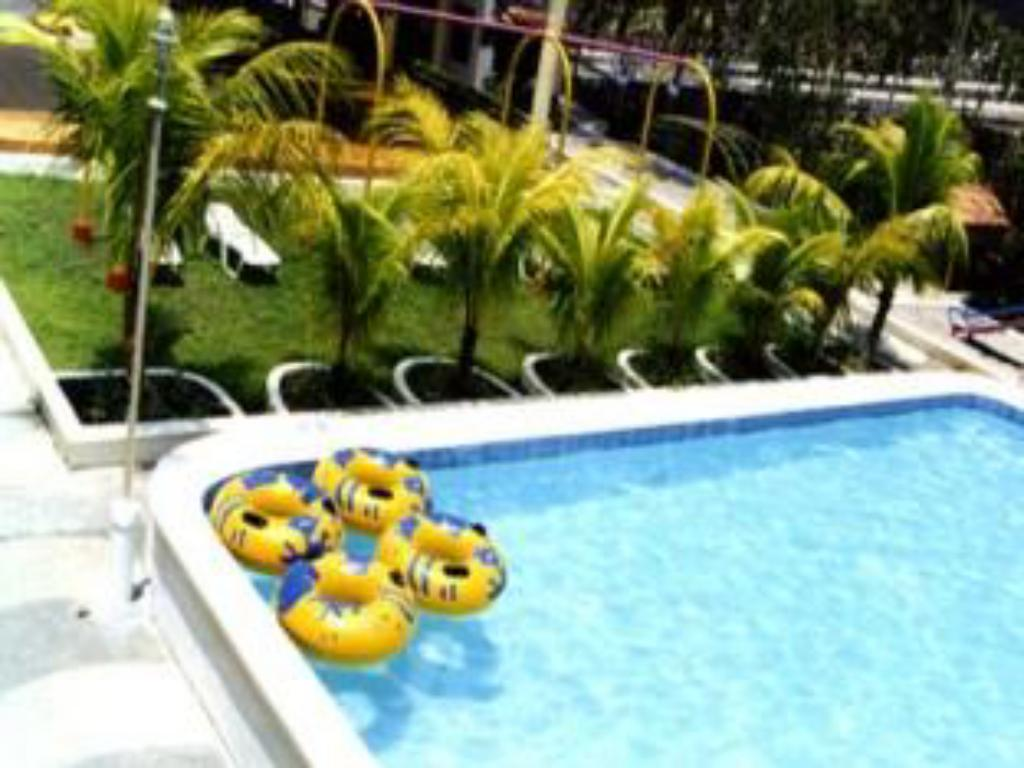 Splash oasis resort hotel in laguna room deals photos reviews for Can head lice transfer in swimming pools