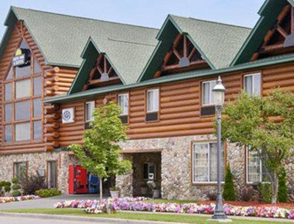 Rodeway Inn And Suites Mackinaw City Bridgeview Hotel Mackinaw City Mi Deals Photos Reviews