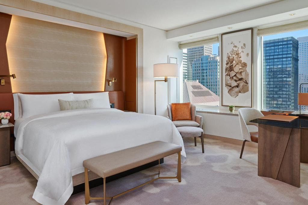 Superior, Guest room, 1 King The St. Regis San Francisco