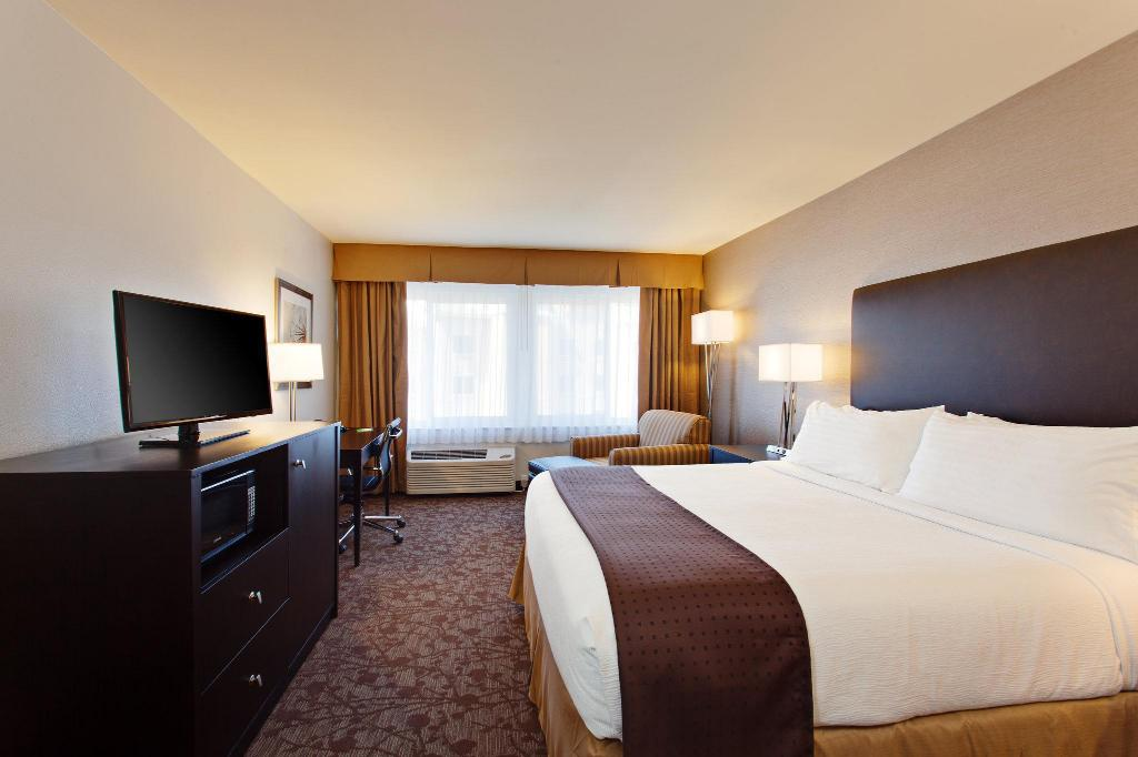 Holiday Inn West Covina Hotel in West Covina (CA) - Room Deals